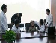 武汉伊美尚—首席专家姜琳教授为励志婆婆面诊