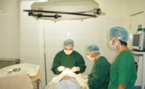 宁波美苑整形医院医生在手术