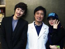 朴原辰院长与演员光洙、刘仁娜合影