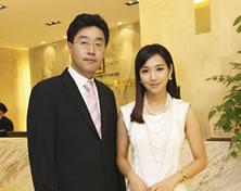 艺人 Yu ri Lee和崔寓植院长合影