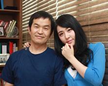MBC《闪闪发光》演员刘莎拉与郝尔希整形外科院长郑永春合