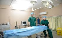 武汉爱美汇整形医生在手术室