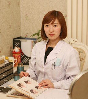 本院专家   钟伊娜 贵美汇形象设计师 从事北京整形美容行业多年经验