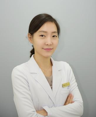 韩国星星整形外科 金高恩院长