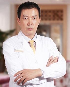 上海玫瑰隆胸专家李鸿君