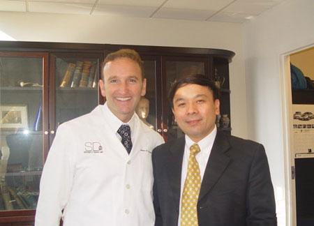 黄金龙与美国芝加哥鼻整形医生Dr Dayan合影