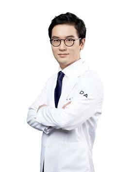 韩国DA整形医院 郑然佑院长