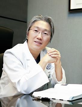 韩国新帝瑞娜整形医院 郑钟必院长