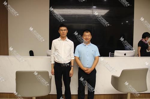 无忧爱美和上海玫瑰医院负责人曹总(右一)的合影