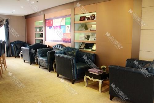 上海华美医疗美容医院四楼会员休息区