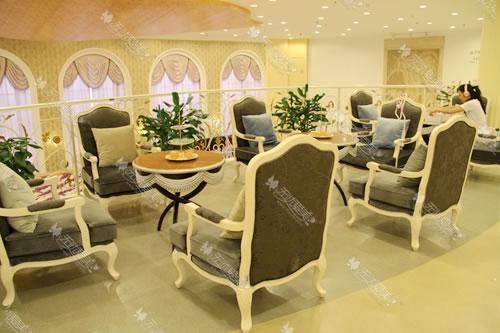 上海天大整形医院二楼休息区