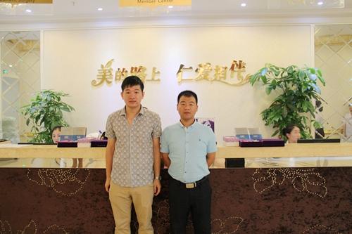 无忧爱美网刘总和上海仁爱医院林主任合影