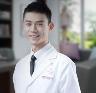 尹度龙 郑州美莱美容牙科医生