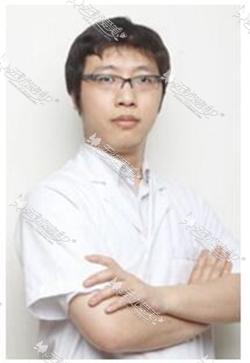 成都驻颜隆鼻整形专家推荐:张艳峰