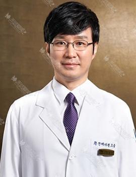 朴原辰 韩国原辰整形外科院长