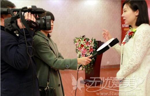 郑州东方整形贺院长会后接受媒体采访