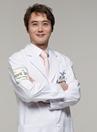 韩国4月31日整形医院专家朴晟完