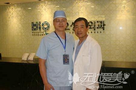 张建文教授与韩国知名眼部整形专家曹仁昌合影