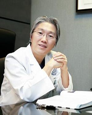 郑钟必 韩国新帝瑞娜整形医院院长