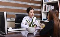 大连李鲁阳医疗美容诊所医生为顾客定制手术方案