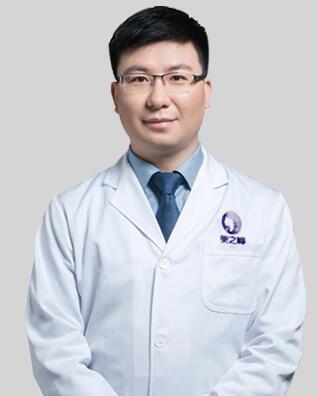 尹敏美之峰皮肤院长、非手术院长,医学博士。