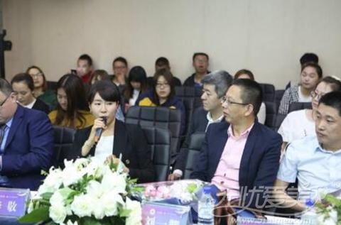 李敬院长与中妍医生进行技术交流