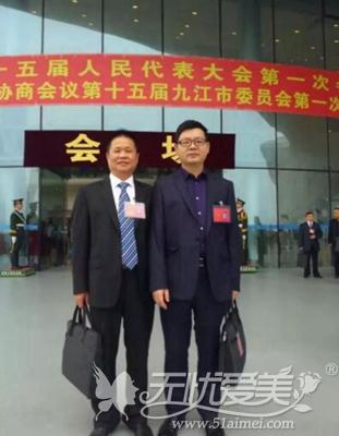 詹领院长在九江第十五届一次会议现场与委员合影