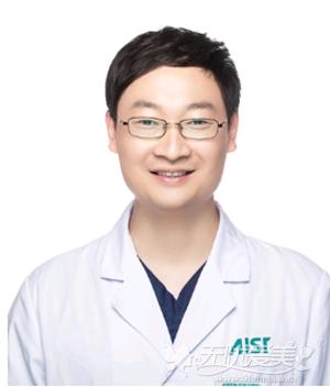 杨千里 爱思特自体脂肪精雕首席医生
