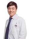北京叶子整形医生洪春