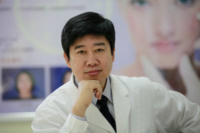 副主任医师 玥莱美医疗美容医院眼整形专家陈光宇