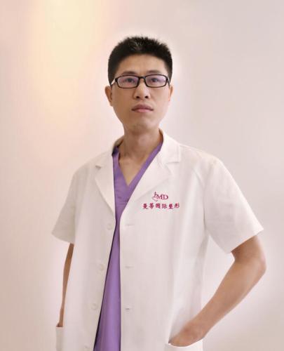 郑州曼蒂国际整形医院副院长黄军伟