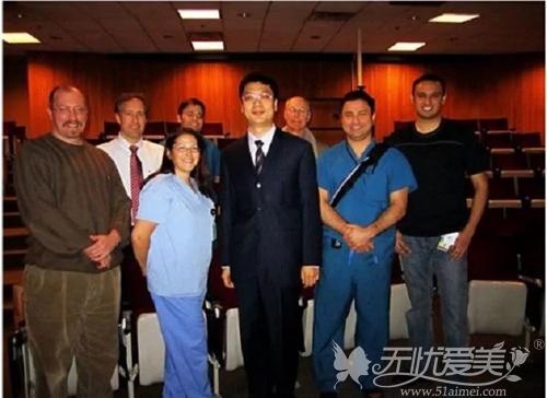 穆大力教授与明大医学中心整形外科医生合影