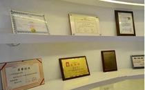 兰州华美整形医院荣誉奖牌展柜