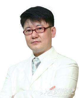 深圳美莱哪个医生做玻尿酸隆鼻技术好?李喜永用案例说明