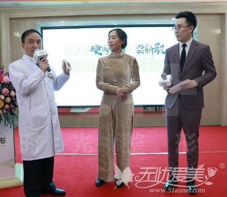 重庆时光罗东辉院长为顾客做祛斑面诊设计