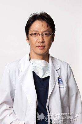 胸部整形医生李相达