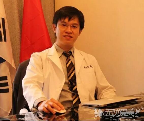 中国台湾注射医师杨定宇9月23日坐诊广西爱思特