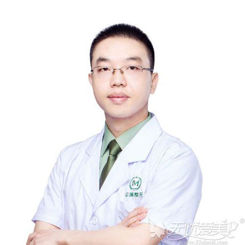 重庆军美隆鼻医生章小平