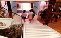 丹东富雅华医整形楼梯拐角