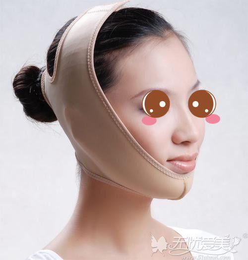 面部吸脂术后要坚持戴面罩一个月