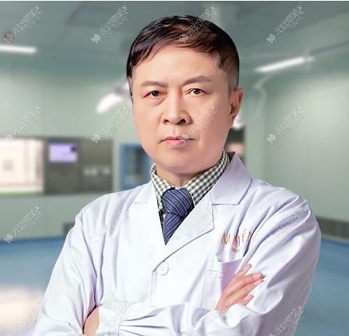 许扬滨用案例指出隆鼻失败导致鼻小柱缺损修复有3种方法