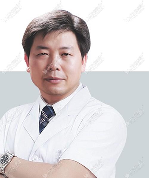 武汉做小耳再造的医生中邓裴是技术好收费还低的那一个